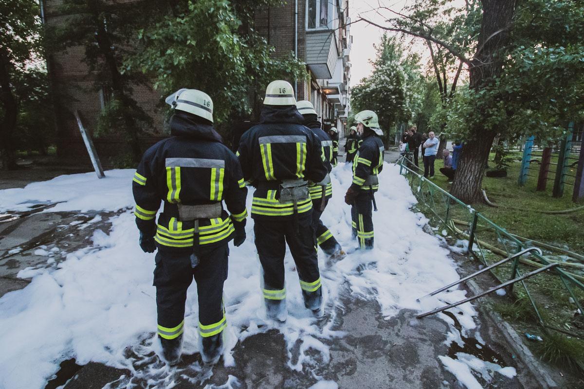 Спасателям удалось оперативно потушить пожар в машине