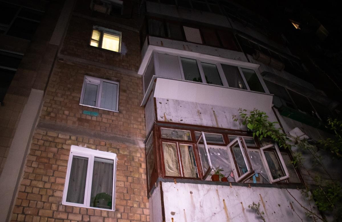 В ночь на 20 мая под окнами 9-этажки обнаружили труп мужчины