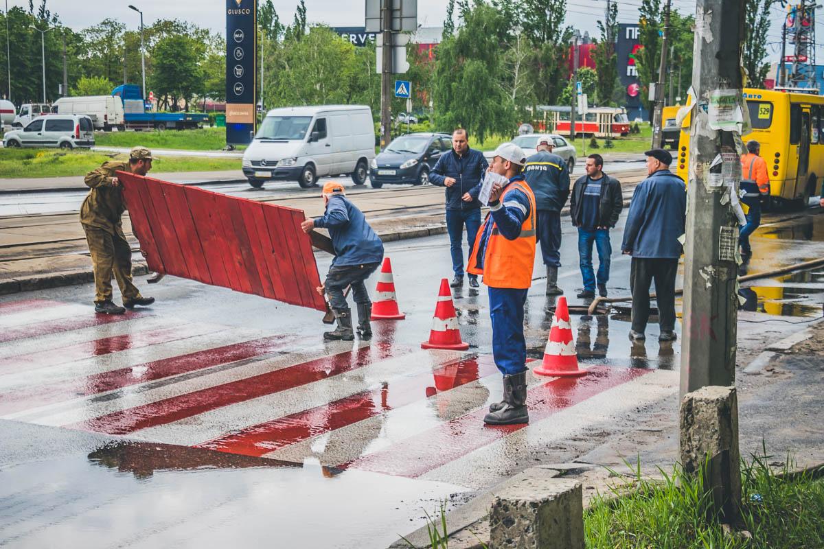 """Сотрудники """"Киевводоканала"""" принялись ликвидировать аварию"""