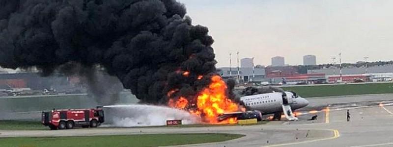 f9729043ff1c0 В московском аэропорту Шереметьево при аварийной посадке загорелся  пассажирский самолет: все, что известно