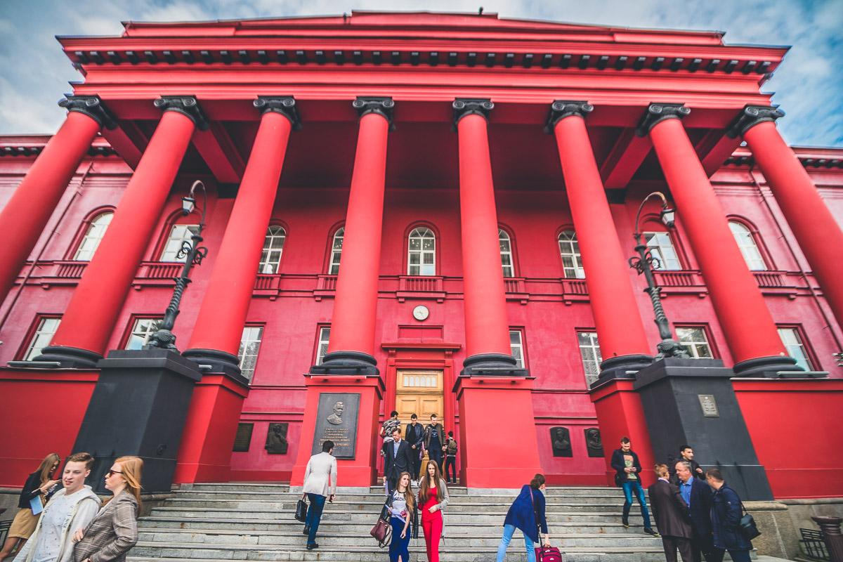 В Киеве отреставрируют красный корпус университета имени Тараса Шевченко