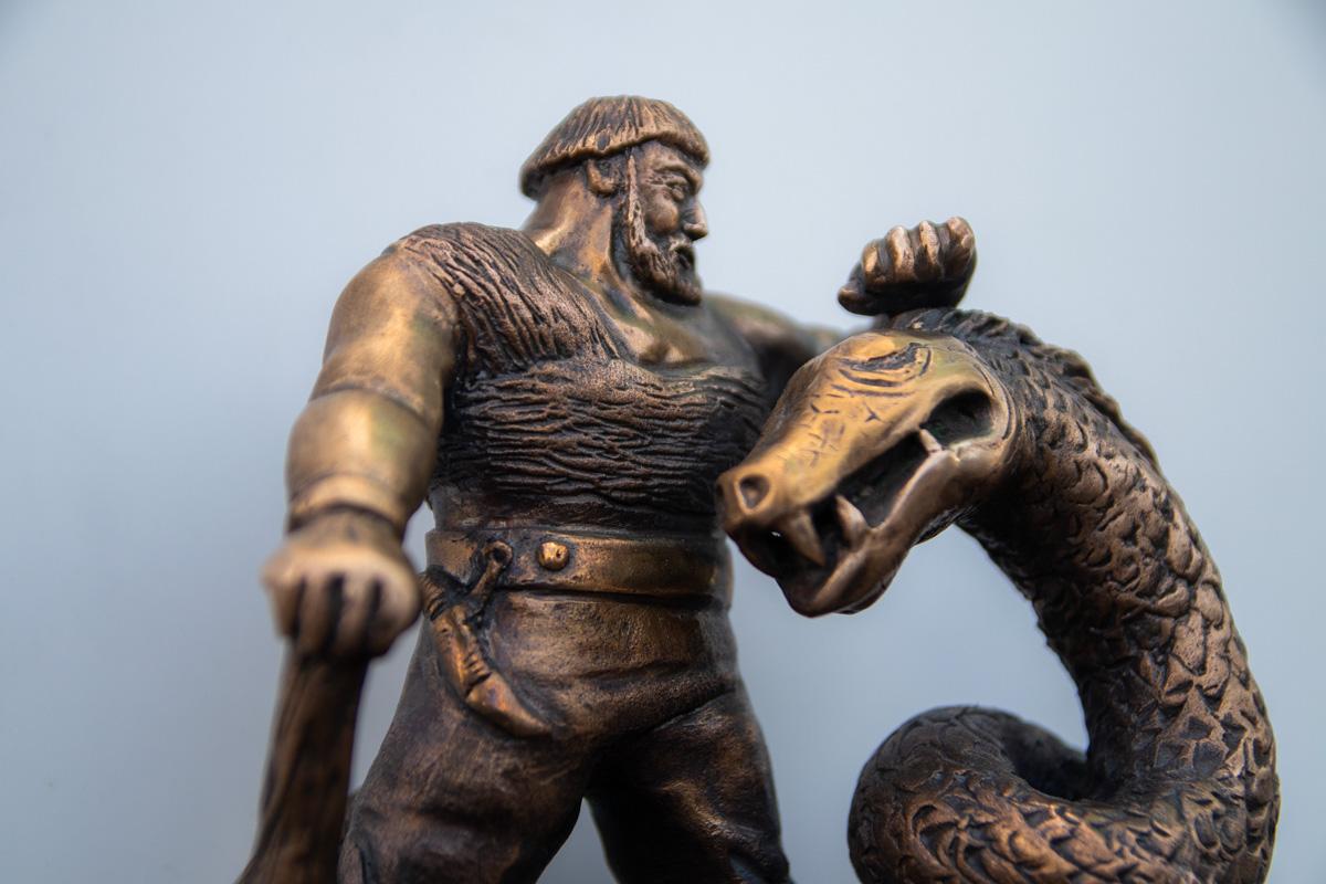 Киевский богатырь борется со змеем