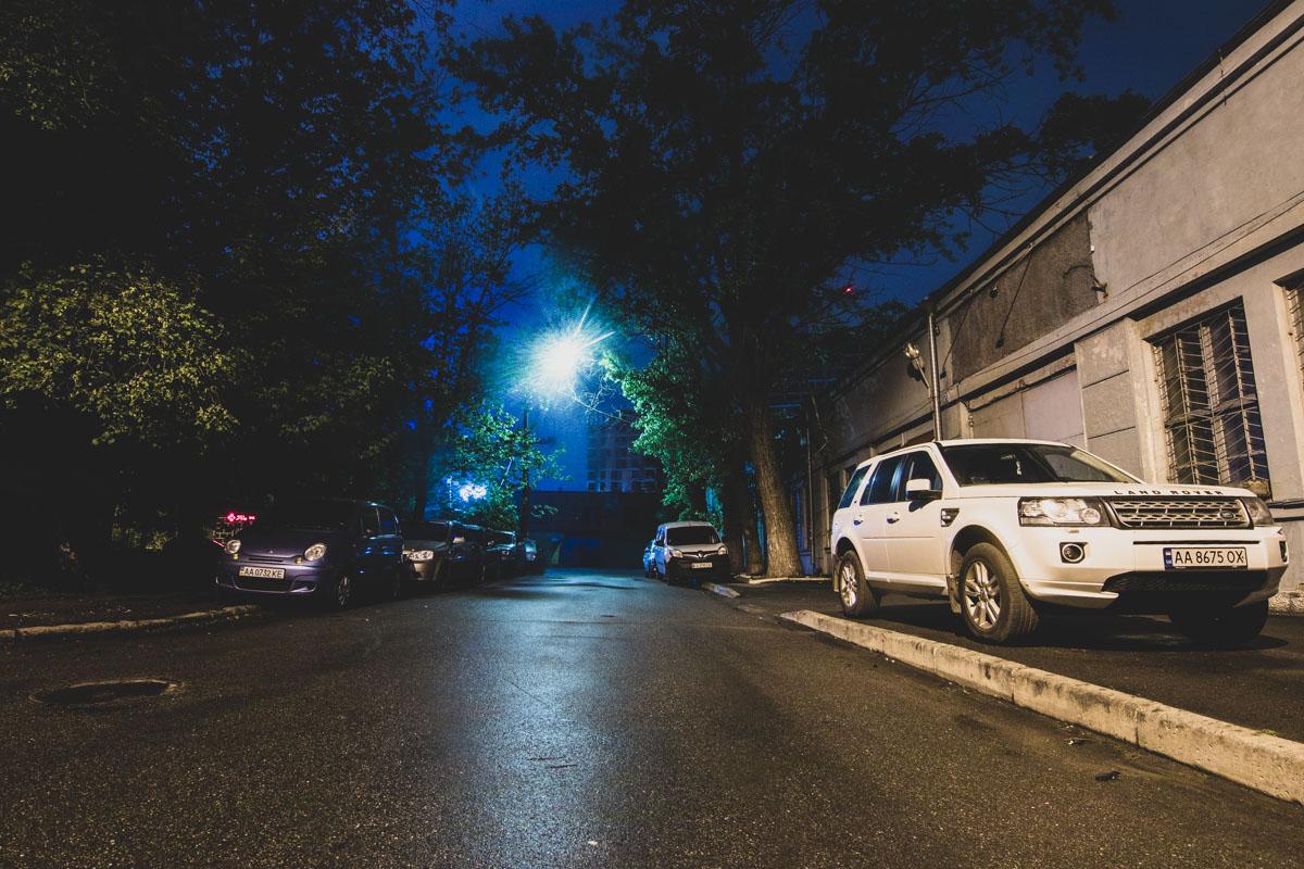 Улица Патрирха Мстислава Скрипника пролегает от улицы Митрополита Василия Липковского до улицы Георгия Кирпы и имеет протяженность 1,2 километра