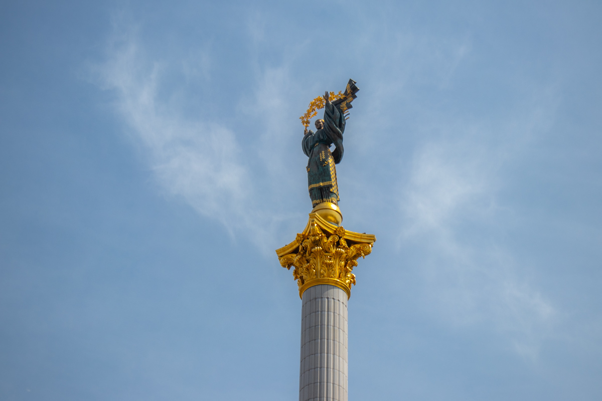В центре столицы помоют Монумент Независимости