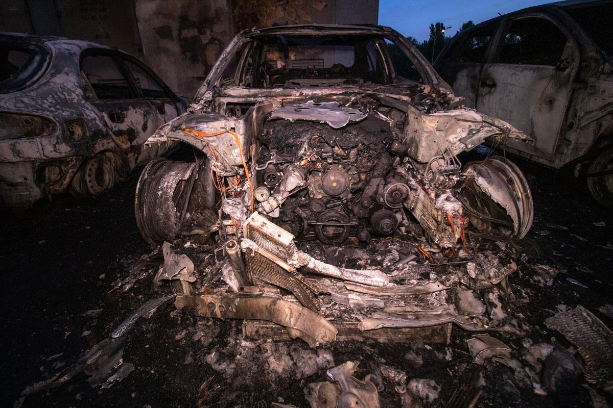 Предварительно, пожар начался под капотом Mercedes