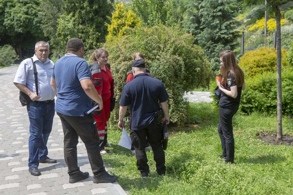 На месте происшествия работали медики и следственно-оперативная группа