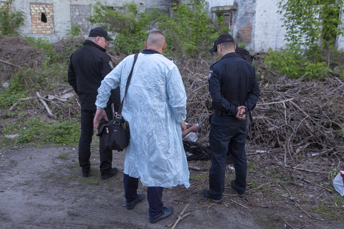 В заброшенном здании прохожий обнаружил тело мужчины