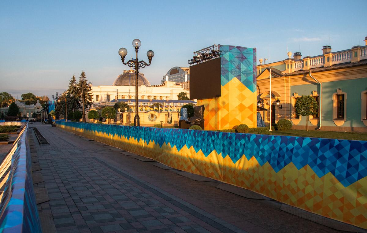 Площадь Мариинского парка готова принимать почетных гостей и жителей столицы