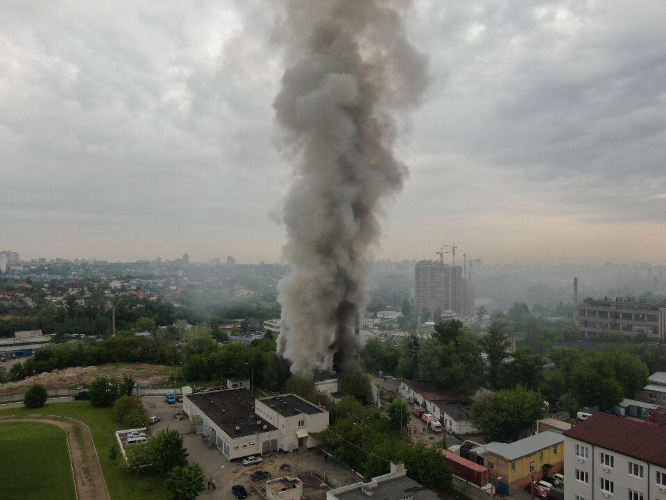 14 мая в Киеве на Васильковской поднялся столб дыма