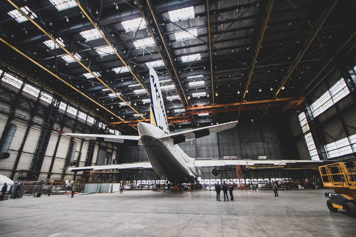 """В цехе на плановом ремонте стоит Ан-124 """"Руслан"""""""