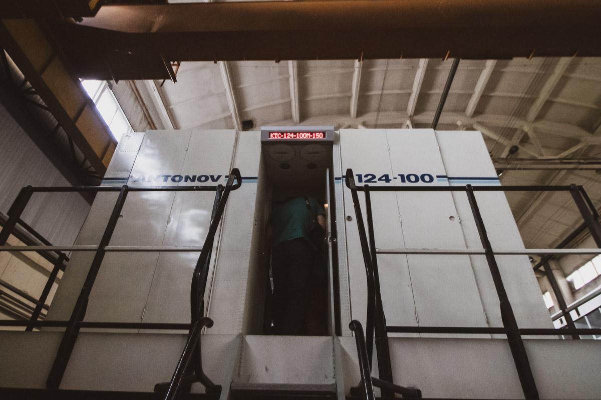 Для пилотов оборудованы тренажеры-капсулы, которые симулируют экстренные ситуации