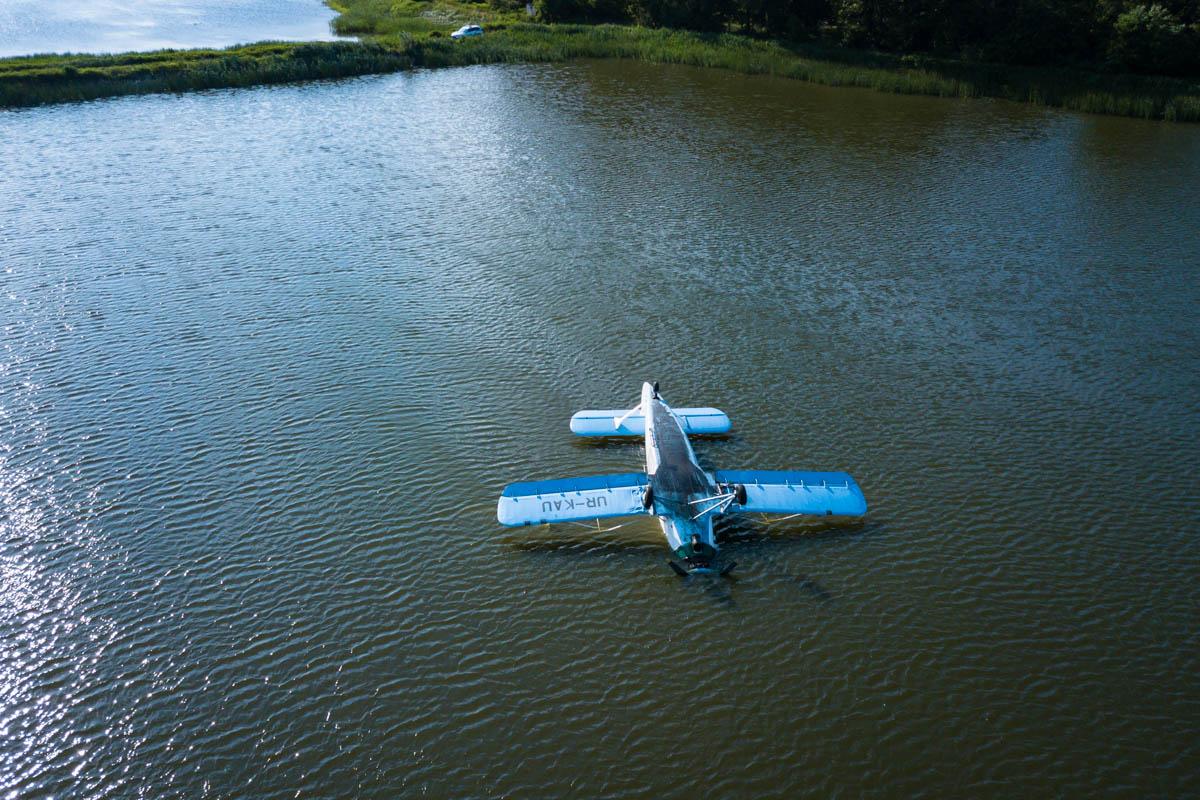 Сам самолет перевернулся