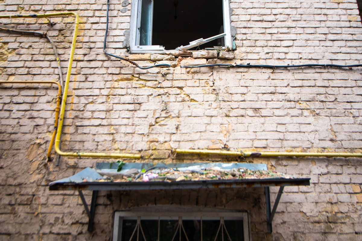 Во многих квартирах выбило не просто стекла, а окна вместе с рамами