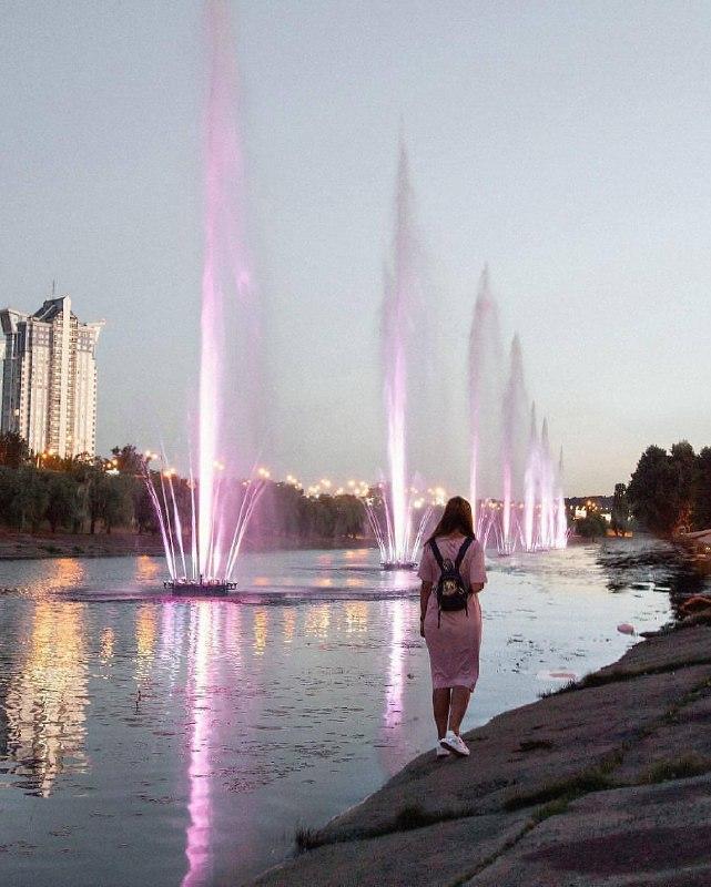На Русановке есть круглосуточная фотозона. Фото: @siniciliya