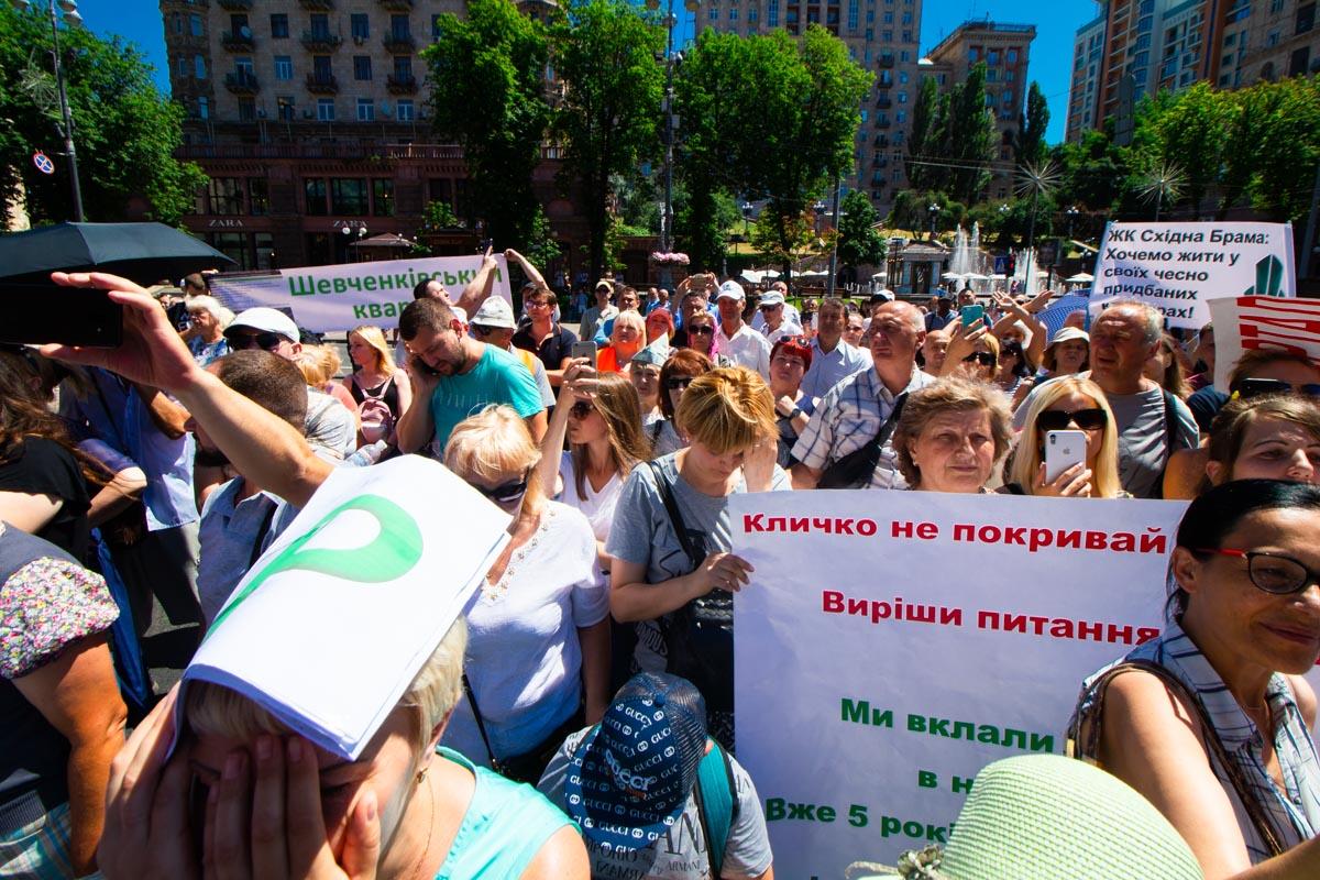 Участники митинга требовали, чтобы к ним вышел Виталий Кличко