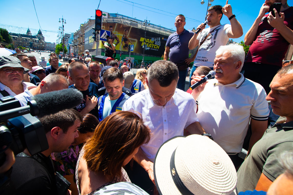 Помимо Кличко к митингующим вышел в том числе и Вячеслав Непоп
