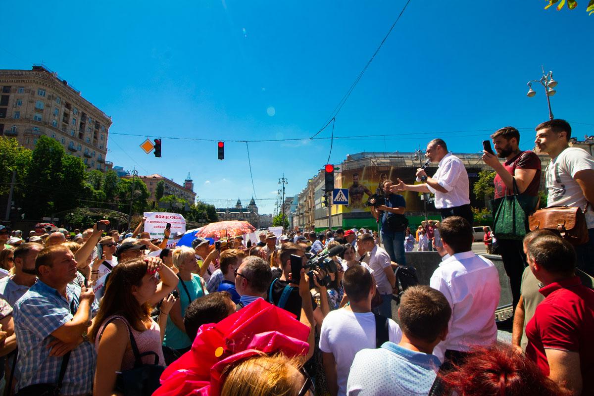Участники митинга требовали от мэра взять дома на баланс города