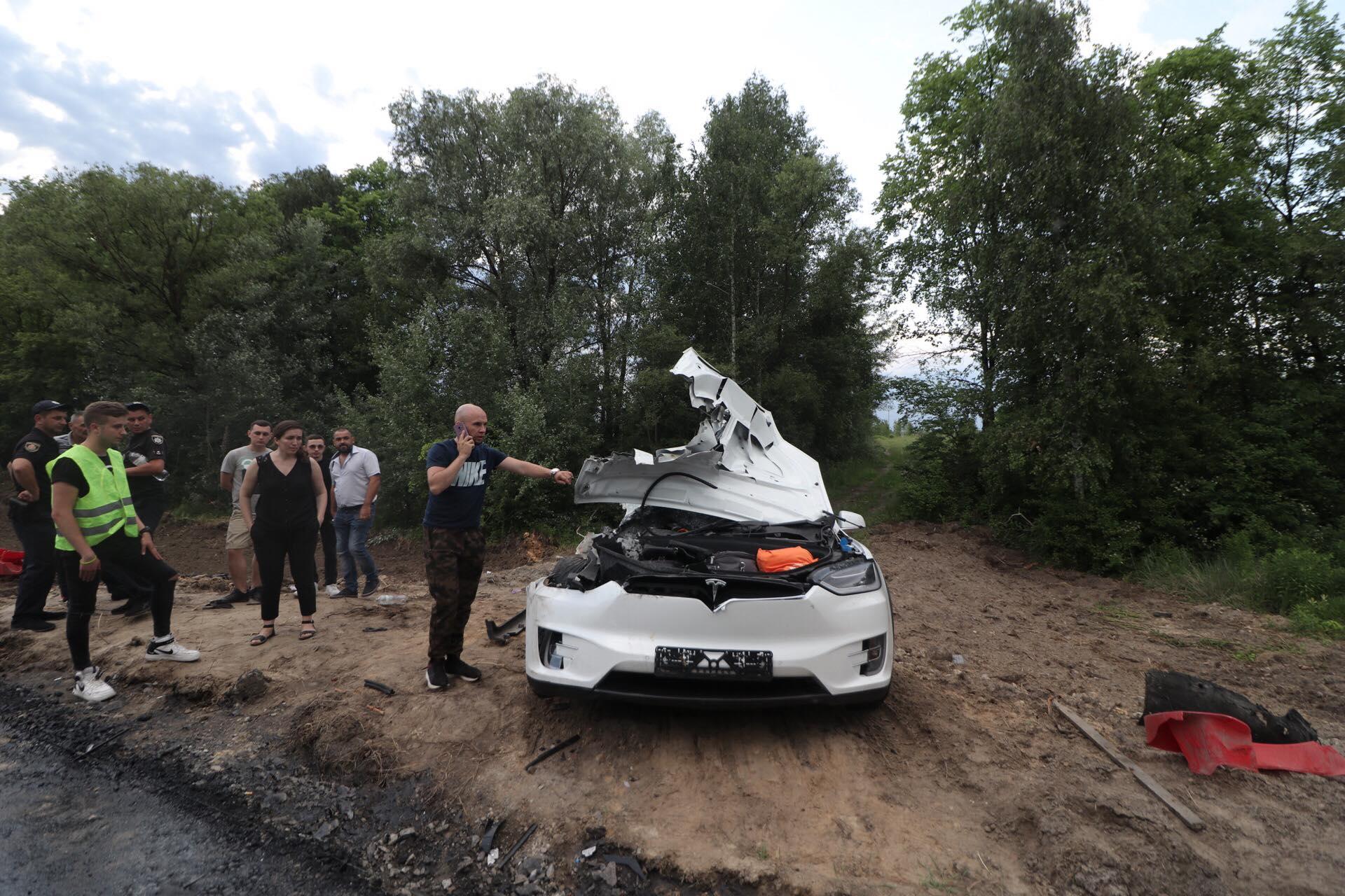 Пассажирка Tesla погибла на месте
