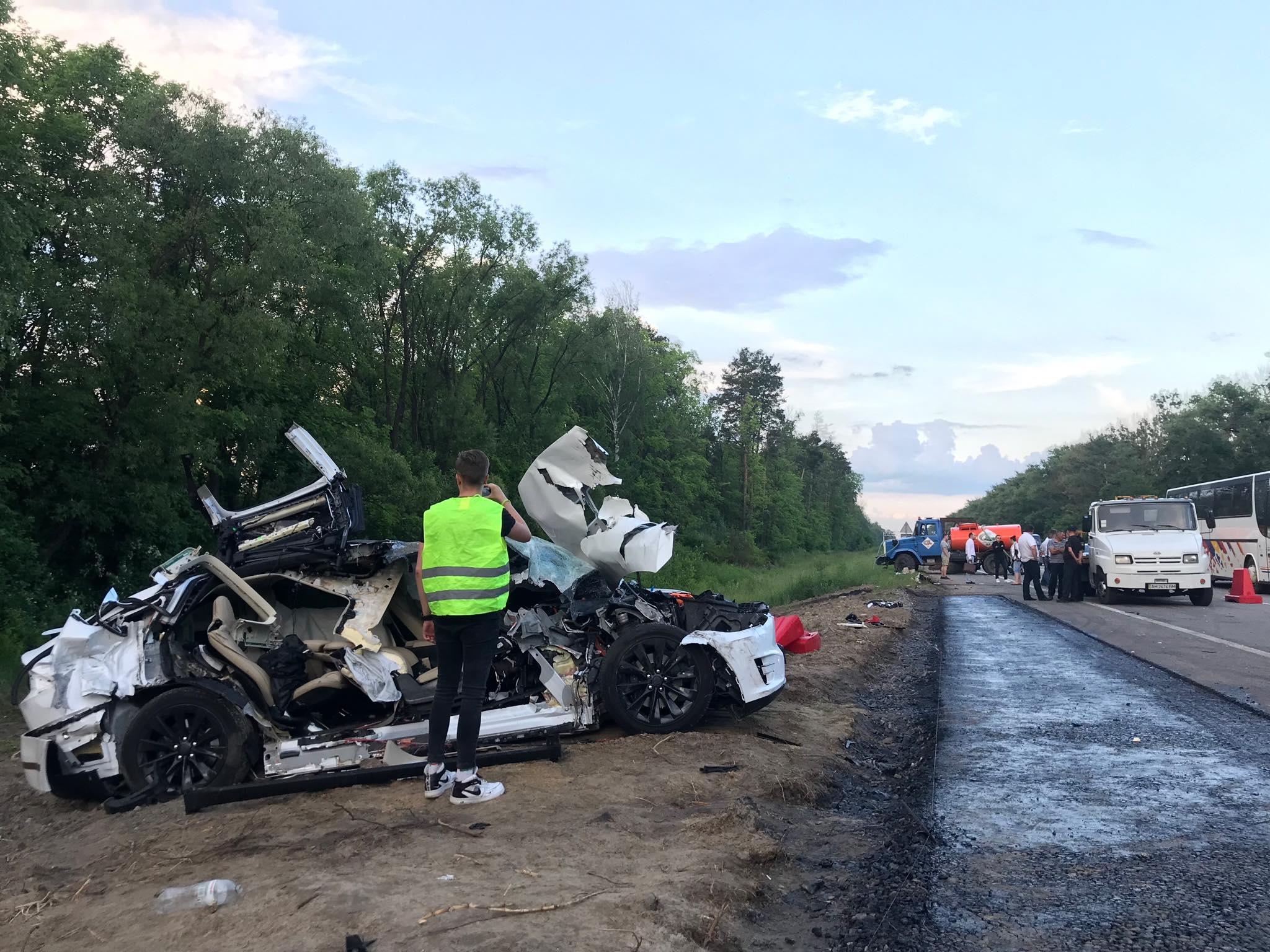 Это первый случай в Украине, когда в аварии погиб кто-либо, находящийся в салоне Tesla