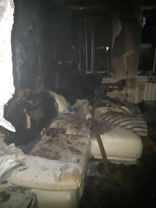 На улице Планерной, 21 загорелся частный одноэтажный дом