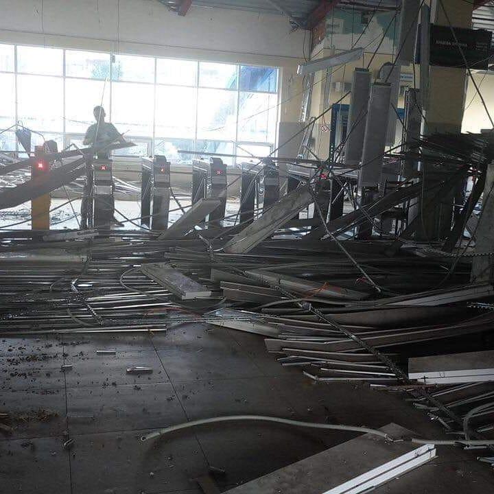 Шквальный ветер не пощадил и крышу на станции Сабурова