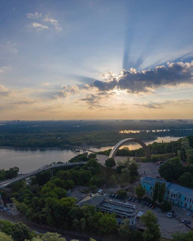 Солнце теперь официальное летнее. Фото: @izabotin