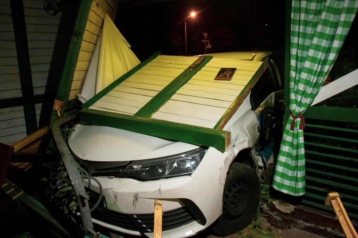 В аварии пострадали оба водителя