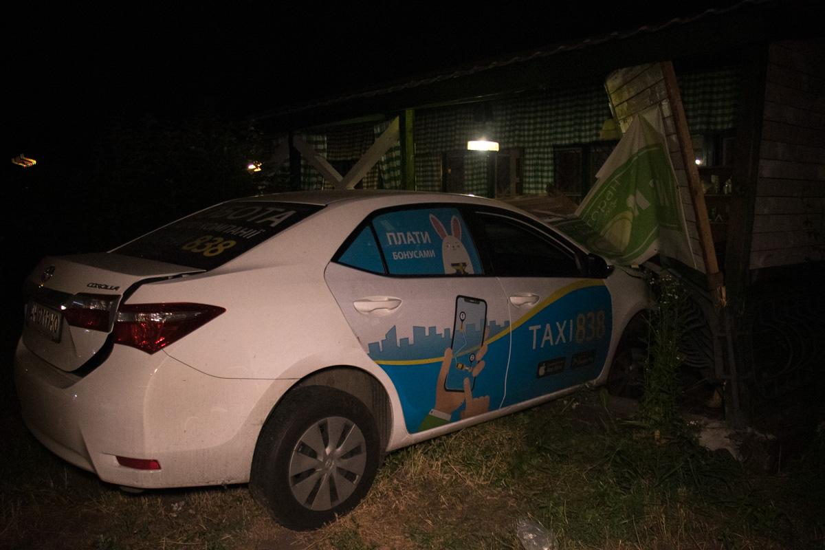 """На пересечении улиц Каунасской и Мартовской произошла авария с участием Chevrolet Aveo иToyota Corolla службы такси """"838"""""""