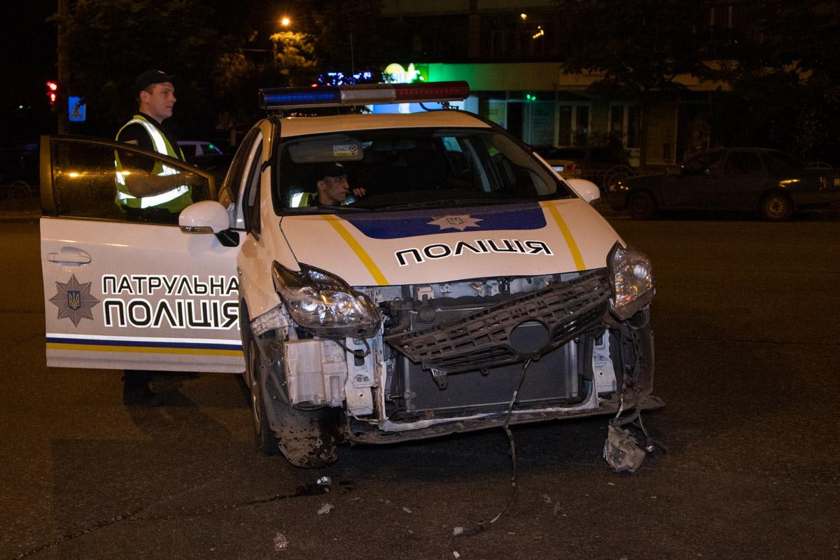 На перекрестке водитель Prius влетел в бокSkoda