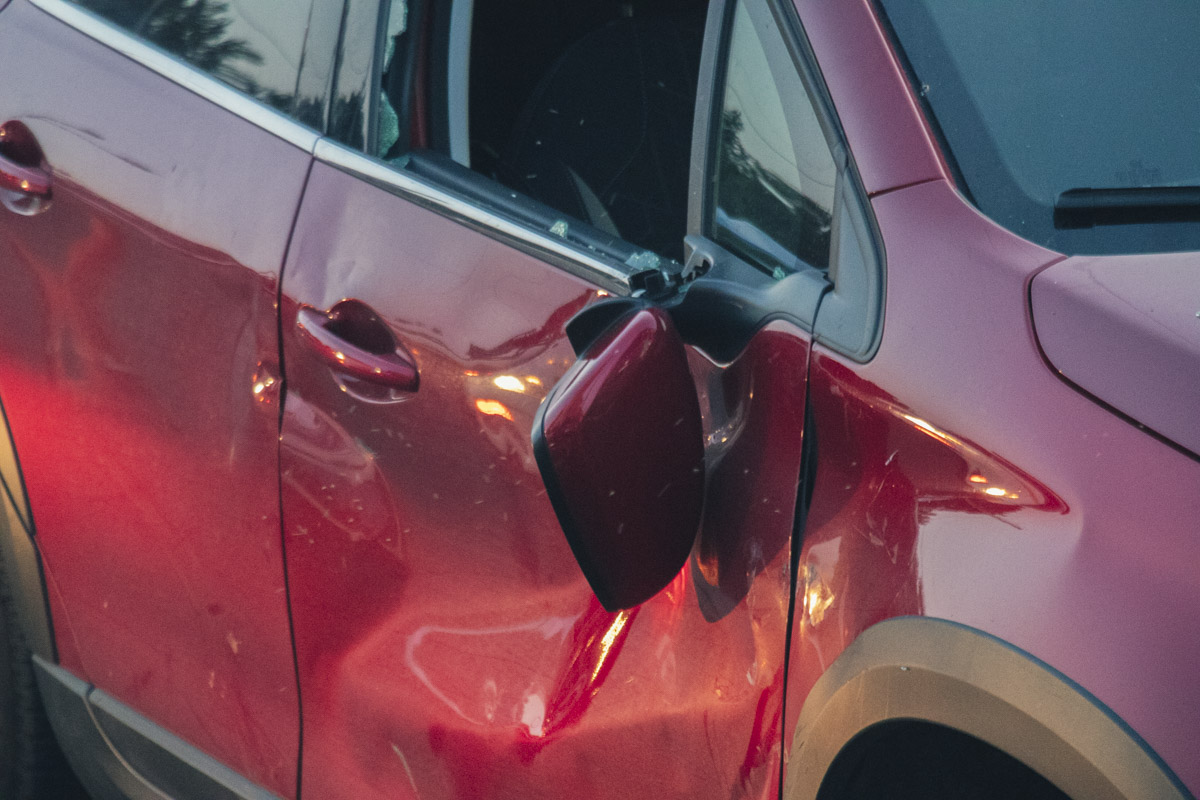 Удар пришелся в боковую дверь Peugeot