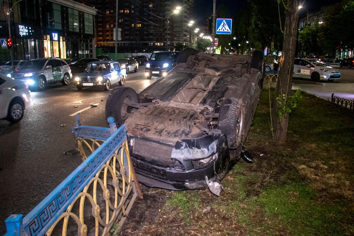 В Киеве на бульваре Леси Украинки произошло ДТП