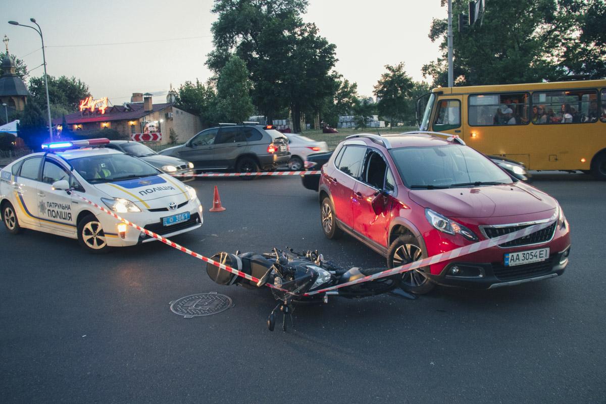 Обстоятельства аварии выясняют патрульные