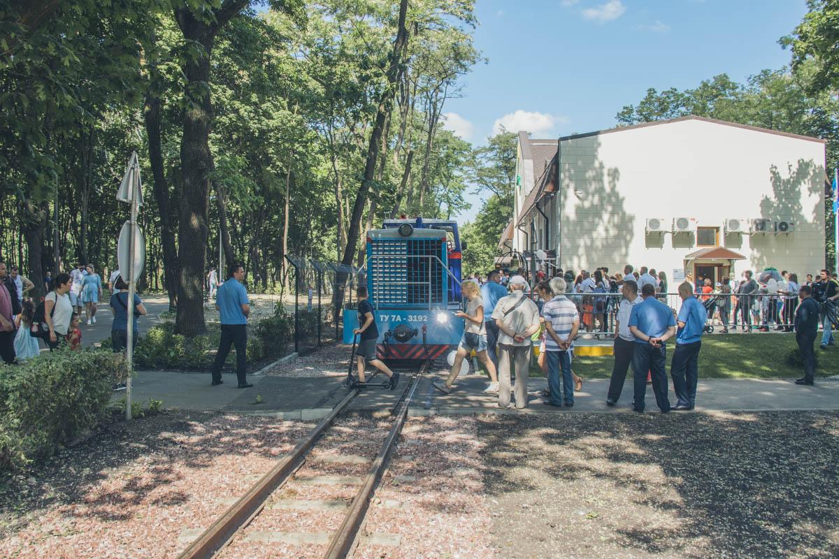 В честь открытия на поезде можно было покататься бесплатно, но в будущем детский билет будет стоить 30 гривен, а взрослый - 50
