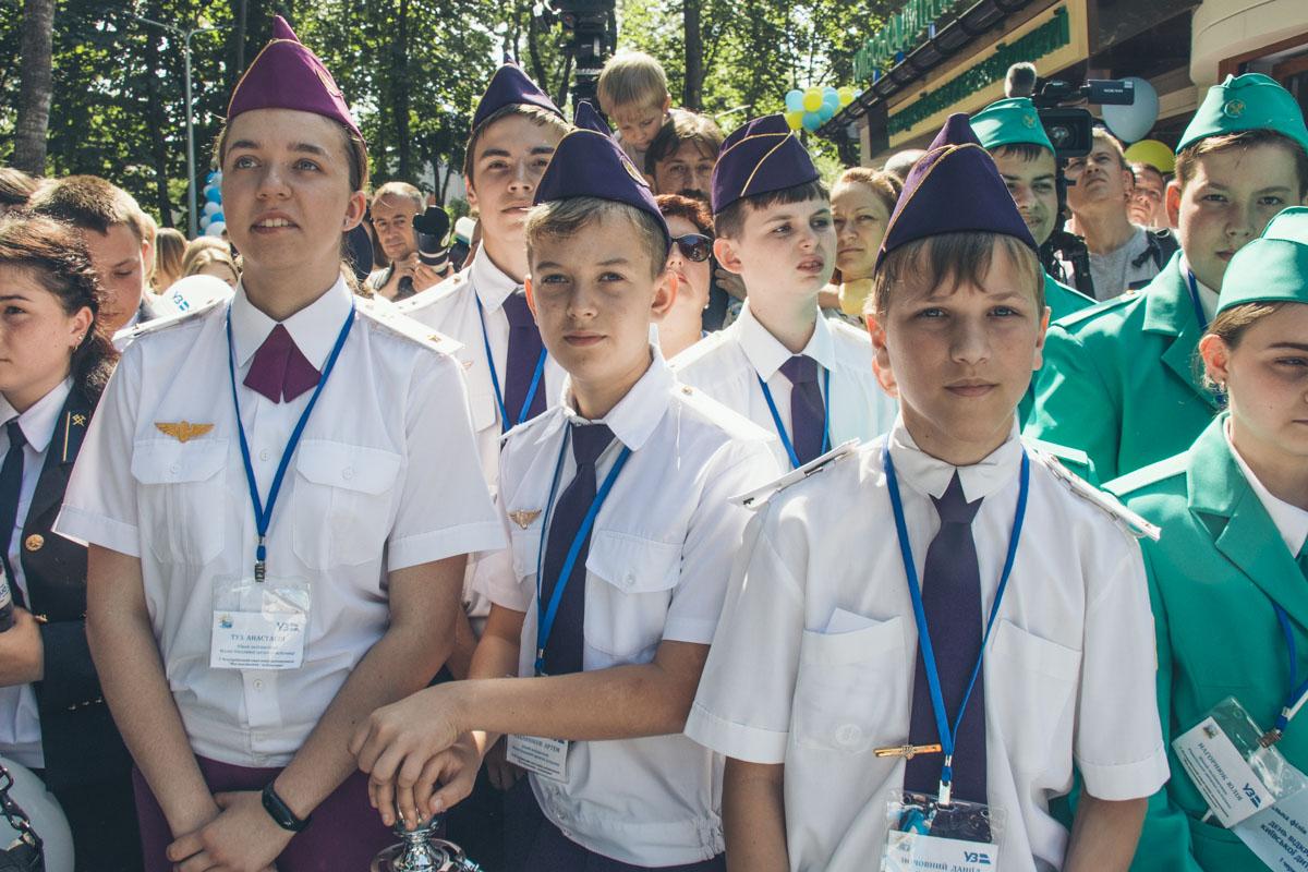 На открытие прибыли юные железнодорожники из разных городов Украины