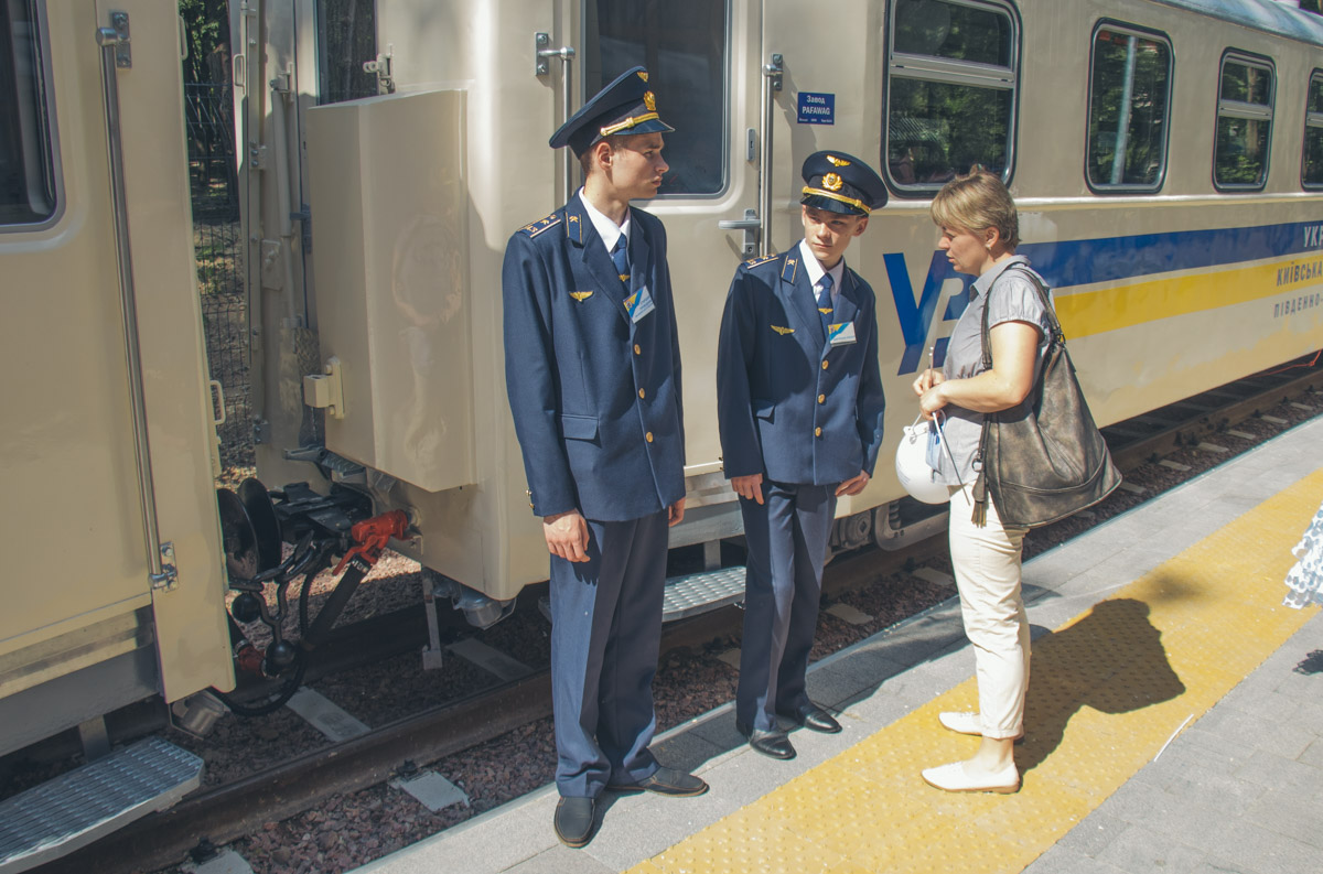 В вагончиках работали юные проводники, которые учатся на железнодорожников