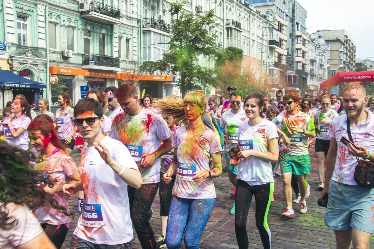 Основной частью праздника был забег на две дистанции: 3 и 6 километров по кругу