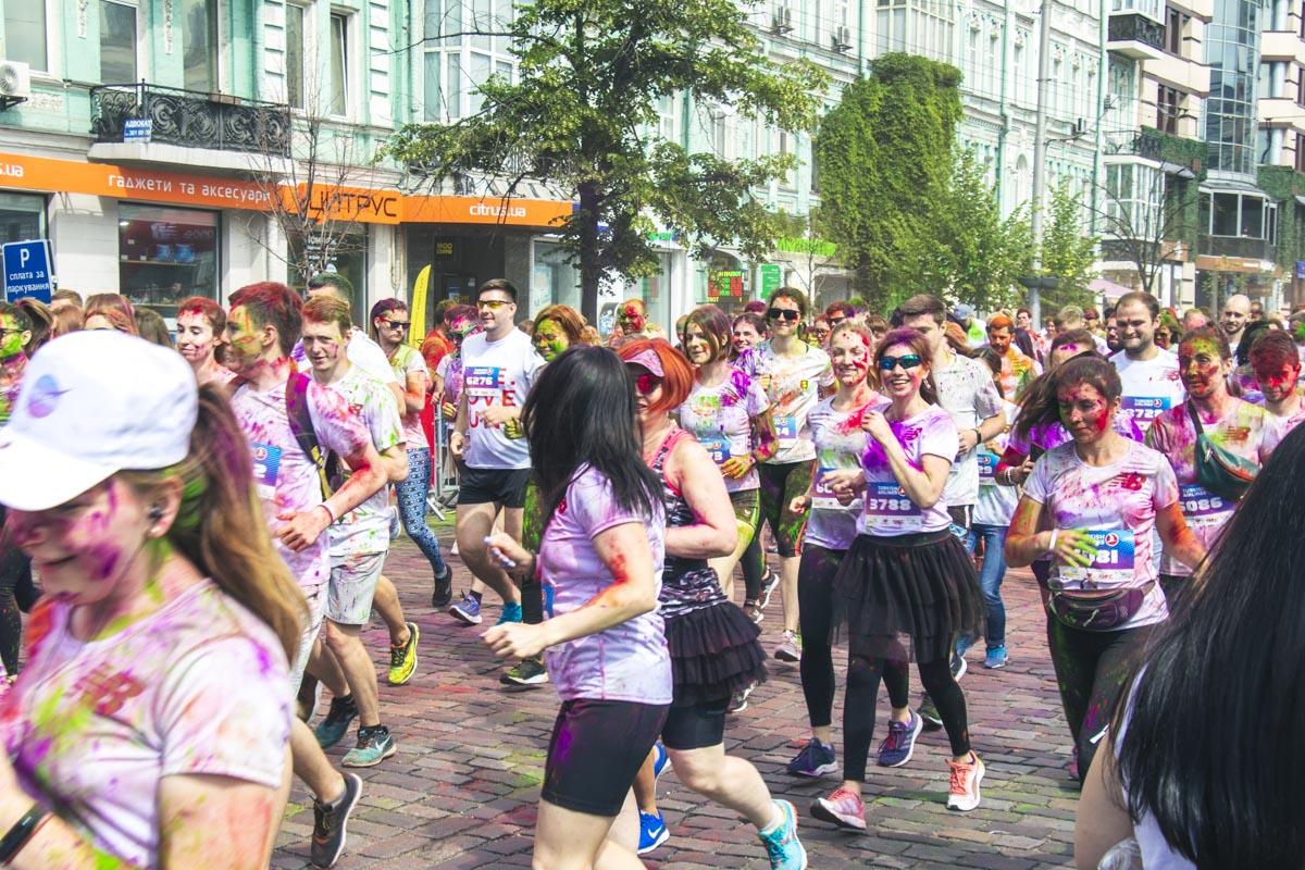 Kyiv Color Run 2019 - праздник, который проходит в столице с 2014 и каждый год заряжает участников позитивом
