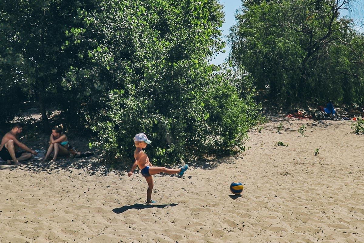 """Деткам тоже нравится пляж """"Троещина"""""""