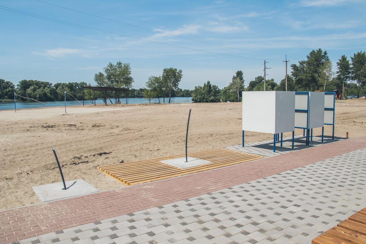 Кабинки для переодевания уже установлены на пляже