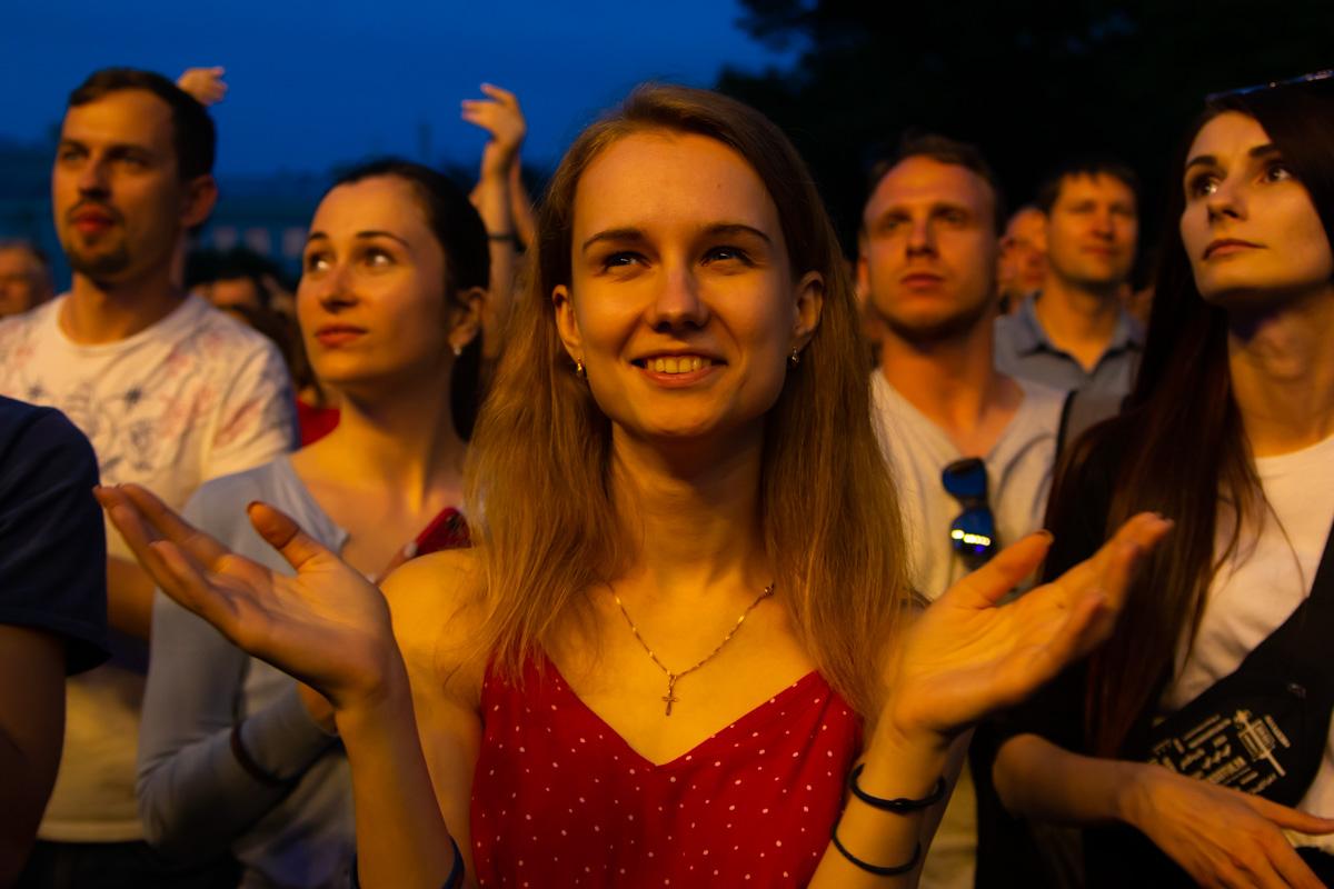 Святослав отметил, что не пытается таким образом подкупить избирателей, а просто хочет подарить всем хорошее настроение