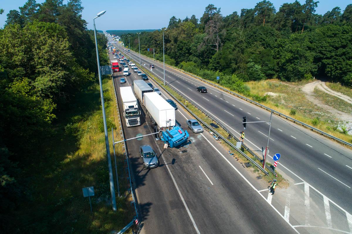 Неделя началась с печального события: на трассе Киев-Житомир в результате столкновения погиб водитель грузовика