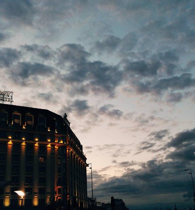 И такое небо очаровывало всю неделю. Фото: @barateon_