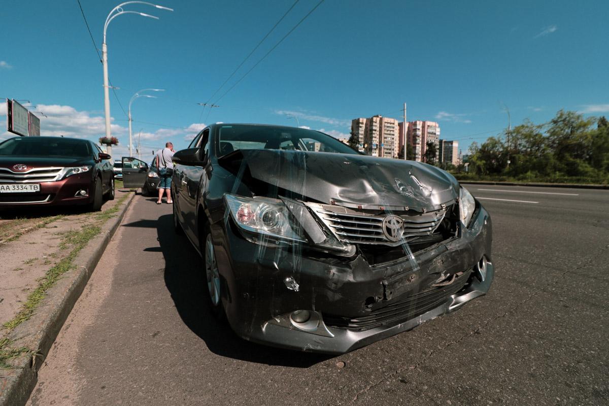 На пересечении проспектов Генерала Ватутина и Маяковского дорогу не поделили Toyota и кроссовер Ford