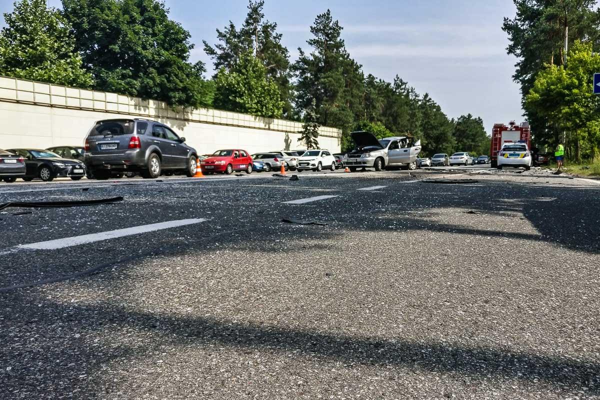Водителей Daewoo Lanos и Volkswagen Passat с травмами различной степени тяжести госпитализировали
