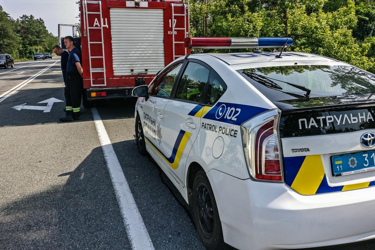 На месте работали спасатели ГСЧС, экипаж патрульной полиции, скорая и следственно-оперативная группа