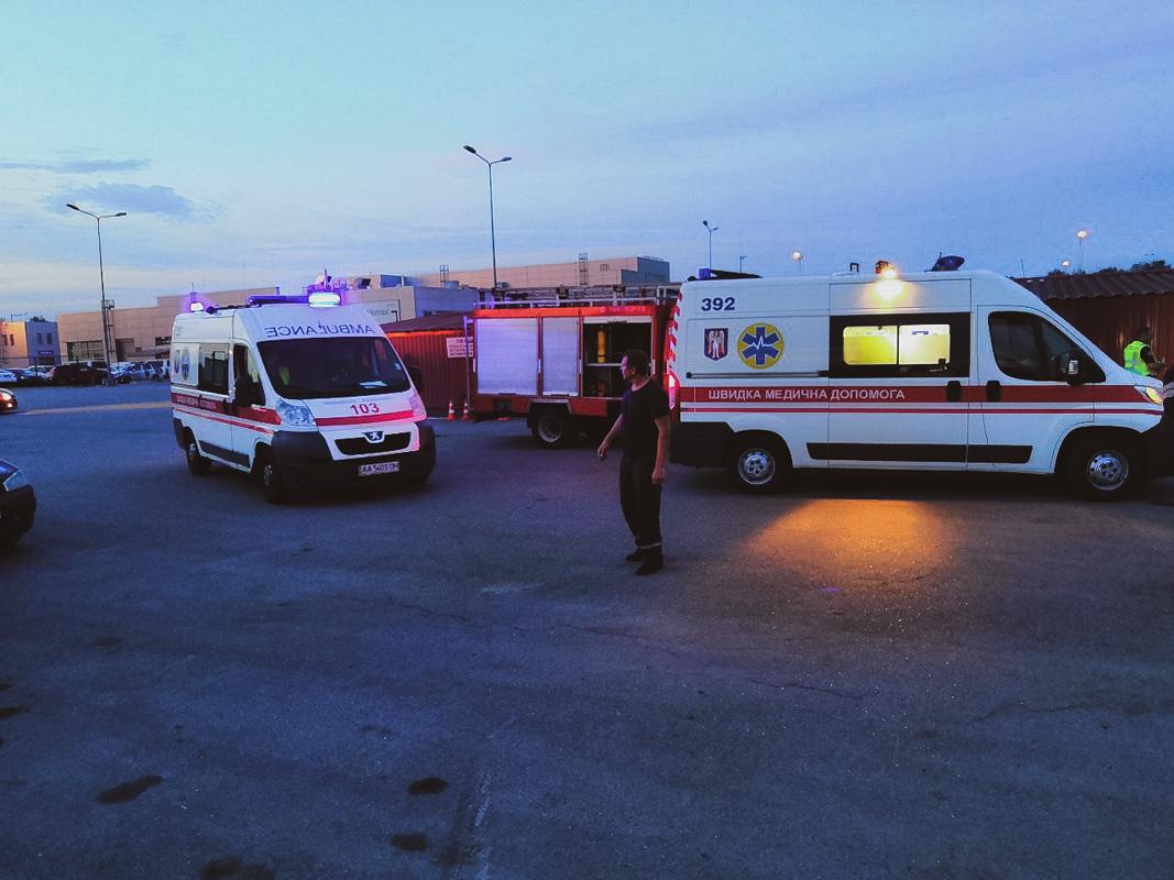 Четверых пострадавших увезли кареты скорой помощи