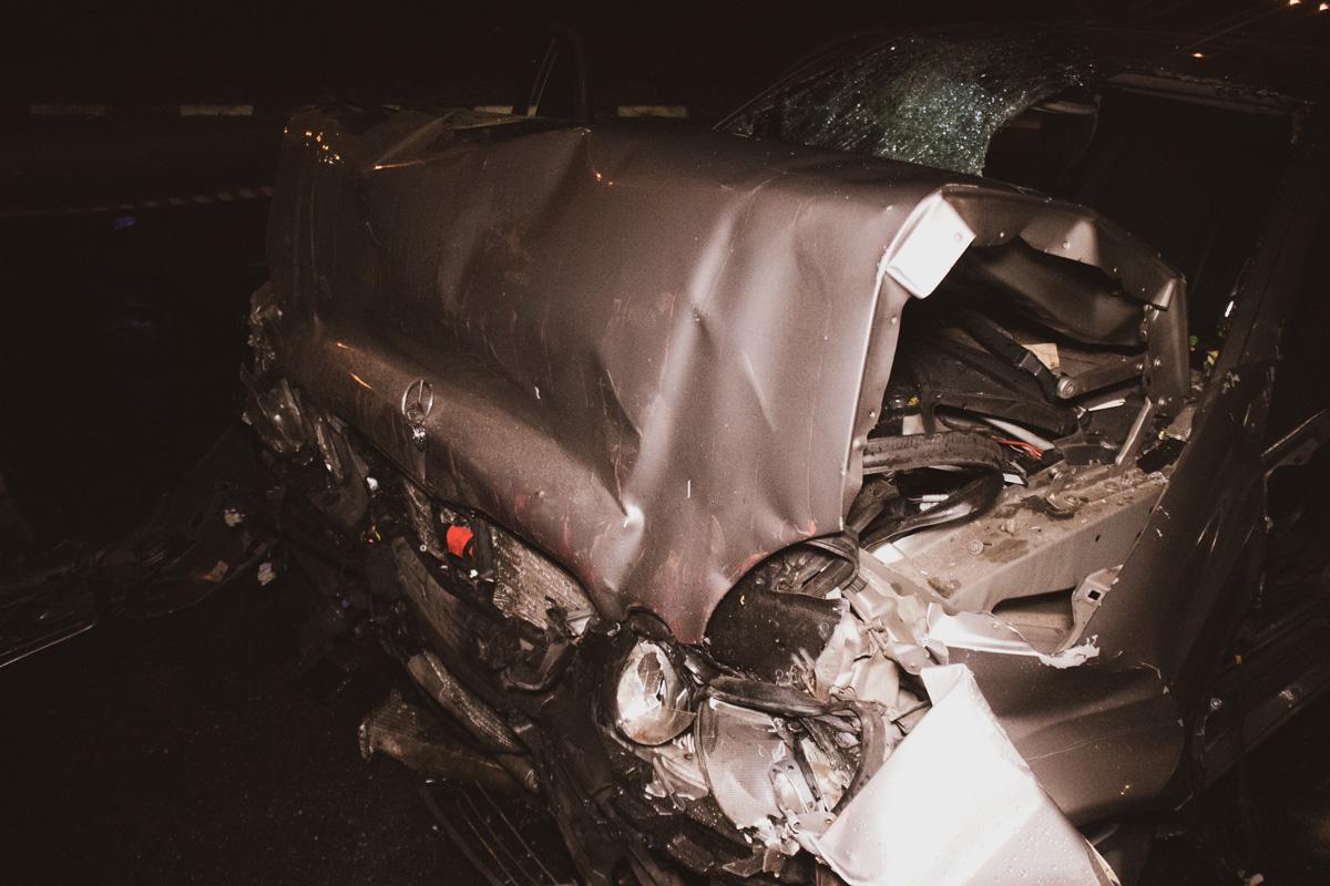 Автомобиль получил очень серьезные повреждения в передней части