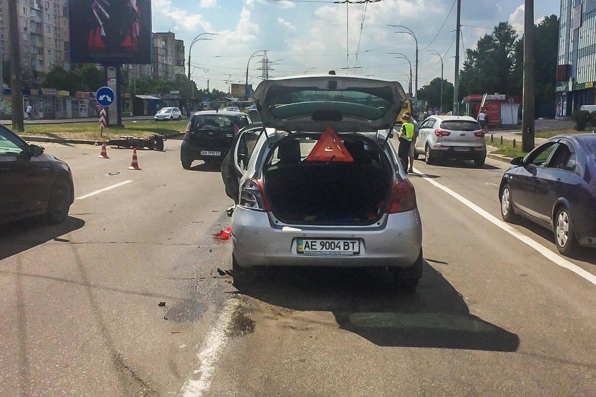 В Деснянском районе произошло ДТП с мотоциклистом