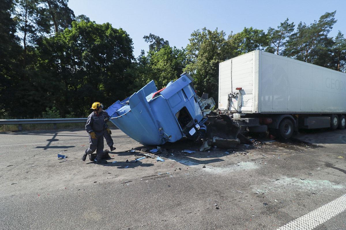 Пока что неизвестно, из-за чего погибший водитель не успел вовремя затормозит