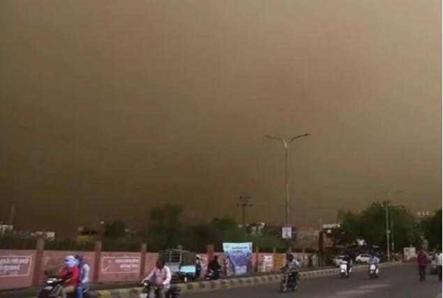 Масштабная пыльная буря пронеслась по Индии